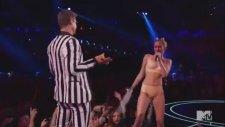 Miley Cyrus - VMA'de Twerk Yapmak