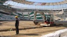 Timsah Arena'nın dranajı için kepçe vuruldu