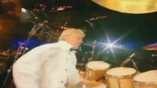 Queen & Axl Rose - Freddie Mercury Tribute - We Will Rock You