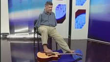 Ayaklarıyla Gitar Çalan Kolsuz Abi