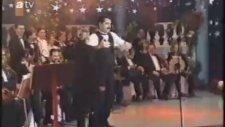 İbrahim Tatlıses - Kız Seni Yerler (1997 Yılbaşı Programı)