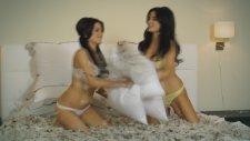 Seksi İkizler Carla & Melissa Howe | Playboy Amatör Kızlar
