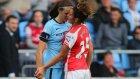 Kadın futbolcu rakibine kafa attı