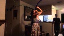 Balonu Yutup İçinde Patlatan Kız