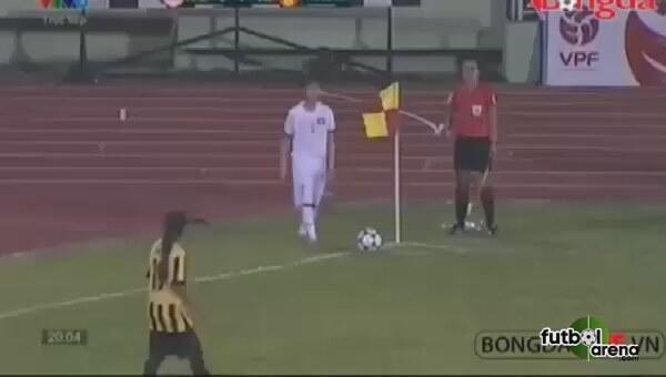 Vietnamlı kadın futbolcu kornerden 2 gol attı