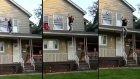 Evin Çatısından Atlayan Çılgın Kadın