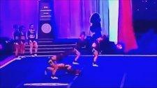 Ponpon Kızın Gösteri Esnasında Ayağı Kırıldı!
