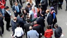 Davutoğlu'nu protesto eden türbanlı kadın dövülerek gözaltına alındı