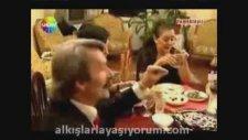 Yemekteyiz Hasan - Herkese Kalın Bana İnce Hediye Verdin!
