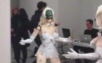 Dans Eden Aşırı Korkunçlu Seksi Robot!