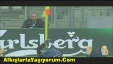 Balotelli'den Köşe Direği ile Mesaj