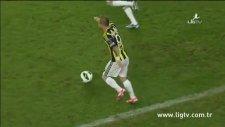Sahadan Çıkmak İstemeyen Futbol Topu