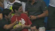 Roger Federer - Tenis Maçında Futbol Gösterisi