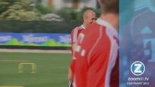 Guardiola'nın Robben'in Kıçına Tekme Atması