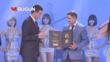 Hakan Şükür'ün Golden Foot Ödülünü Alması