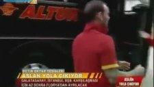 Yere Düşen Galatasaray Montunu Öpen Wesley Sneijder!