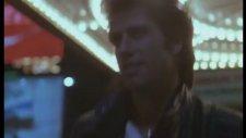 Staying Alive (1983) - Travolta ile Çalımlı Yürüyüşler