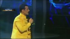 Doğuş'un Freddie Mercury Taklidi