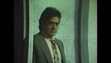 Kolilere Çarpıp Kan Revan İçinde Kalmak - Yaşadıkça (1984)