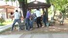 Sokak Röportajı Esnasında Tekme Tokat Kavga