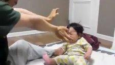 Babasının Aduketi Sonucu Yıkılan Bebek