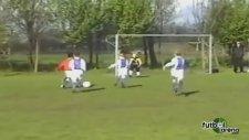 Depay'ın 7 yaşındayken attığı şık gol