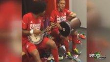 Bayern soyunma odasında cümbüş