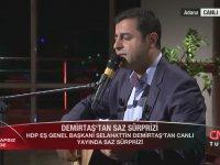 Selahattin Demirtaş'ın Tarafsız Bölge'de Saz Çalıp Türkü Söylemesi