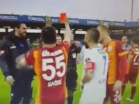 Sabri'nin Mustafa Kamil Abitoğlu'na Kırmızı Kart Göstermesi
