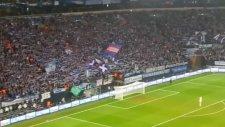 Schalke taraftarından tribün şov