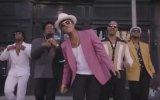Bruno Mars feat Özcan Deniz  Coca Cola
