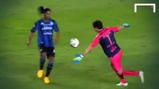 Ronaldinho Çakallık Peşinde
