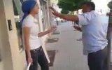 Sokak Ortasında Erkeğe Şiddet Uygulayan Kadın