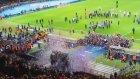 Kupa Barcelonalı futbolcuların ellerinde böyle yükseldi