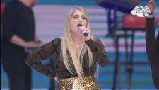 Meghan Trainor - Lips Are Movin (Canlı Performans)