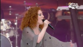 Jess Glynne Ft. Tinie Tempah - Not Letting Go (Canlı Performans)