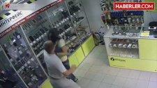 Cep Telefonu Mağazasında Genç Kıza Saldırı