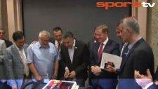 Mesut Hoşcan'a doğum günü sürprizi!
