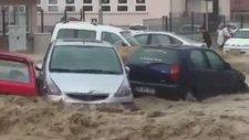 Ankara Mamak'ta sel felaketi arabaları sürükledi!