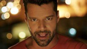 Ricky Martin - La Mordidita ft. Yotuel