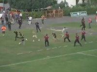 Ev Sahibi Takıma Gol Atıp Staddan Takım Halinde Kaçmak