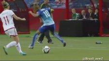 Brezilyalı güzel futbolcudan müthiş çalım