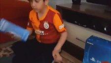 Playstation 4 Alınca Heyecandan Osuran Çocuk