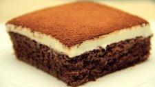 İki Renkli Kakaolu Pratik Yaş Pasta Tarifi