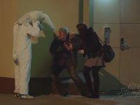 Tavşan Kostümü ile Sokakta Şaka Yapan Adamı Trollemek