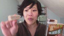 Emmy İsimli Japon Kızın Türk Ürün Denemesi 2