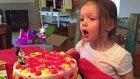 Doğum Gününde Doğum Günü Şarkısı Söylenmesini İstemeyen Küçük Kız