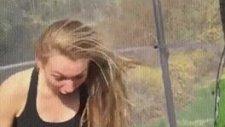 Trambolinde Zıplarken İşeyen Kız!
