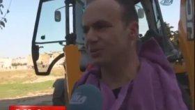 Kepçe ile Traş Yapan Adam (Adana'da Sıradan Bir Gün)