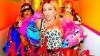 Madonna'nın Bitch I'm Klibini Bir De Müziksiz İzleyin
